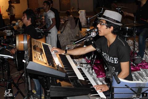 دانلود اجرای زنده از پیمان عطایی آهنگ تو به پاکی مخصوص رقص